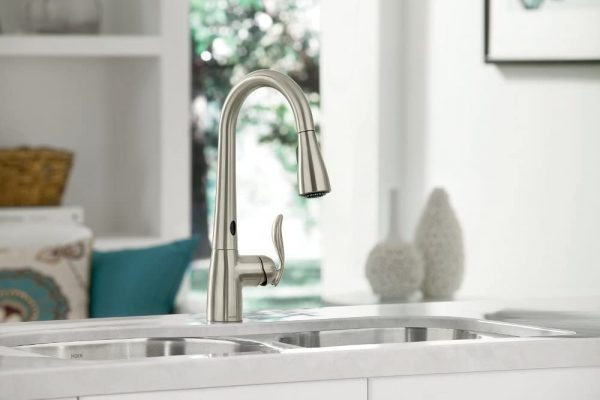 Moen Touchless One-Handle Pulldown Kitchen Faucet 2